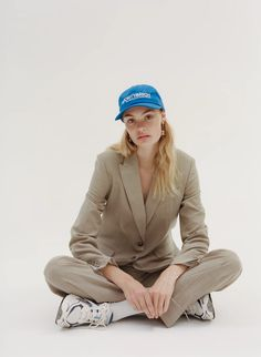 Sporty & Rich is a collection of simple, yet thoughtfully designed products that emphasize longevity over momentary relevance. Paris Outfits, Unisex Fashion, Womens Fashion, Sporty Fashion, Mod Fashion, Sporty Chic, Fashion Outfits, Neutral Outfit, Neutral Style