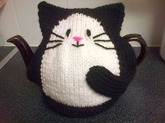 Hand knitted New black cat tea cosy for large 2 pint teapot