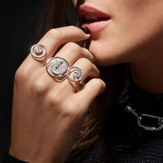 Buy the Lucky Move diamond ring in white gold and let yourself fall for all the luxury jewelry pieces in our Jewelry and High Jewelry collections! Mom Jewelry, High Jewelry, Luxury Jewelry, Diamond Rings, Diamond Jewelry, Aesthetic Rings, Unusual Rings, White Gold Diamonds, Women's Accessories