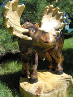 Chainsaw Carved Bear Moose i want this so bad! Tree Carving, Wood Carving Art, Wood Art, Wood Carvings, Chain Saw Art, Moose Crafts, Moose Decor, Chainsaw Carvings, Wood Creations