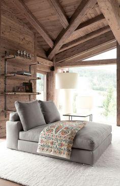 Это очень просторное и комфортное современное шале с таким простым и, в то же время, притягательным дизайном расположено в г. Тироль (Австрия). Очень много дерева — вот основной акцент в дизайне этого огромного загородного дома. Имитация необработанного дерева упрощает внешний вид помещений, но уравновешивается мягкой мебелью в тех же оттенках. Пространство дома не выглядит грубо, …