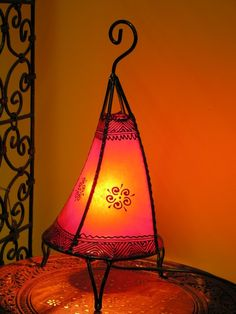 Curved baby henna lamp in red. http://www.maroque.co.uk/showitem.aspx?id=ENT06485&s=20-30-192
