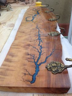 Live edge Pear wood clothes hanger with glow in the dark Lichtenberg figure blue resin inlay and ancient bronze hooks. Wood Resin Table, Epoxy Resin Wood, Resin Table Top, Resin Furniture, Handmade Furniture, Diy Resin Crafts, Wood Crafts, Lichtenberg Figures, Wood Table Design