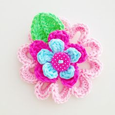 Flower Brooch, free pattern in Dutch and English by Annemarie's Haakblog.