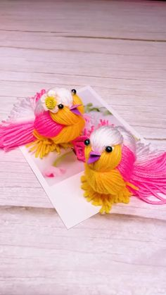 Diy Crafts For Home Decor, Diy Crafts For Gifts, Diy Arts And Crafts, Fun Crafts, Feather Crafts, Bird Crafts, Woolen Craft, Pom Pom Crafts, Paper Crafts Origami