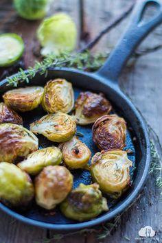 Katie's Happy Clouds: Brukselka pieczona z czosnkiem, tymiankiem i cytry... Simply Recipes, Keto Recipes, Healthy Recipes, I Foods, Food Inspiration, Favorite Recipes, Vegetables, Cooking, Kitchen