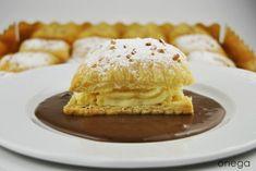Napoleones de crema pastelera con salsa de chocolate