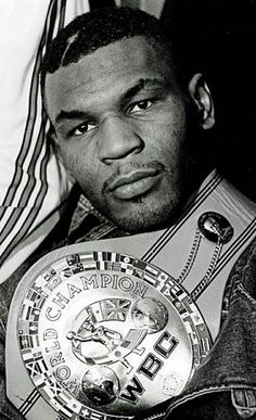 Mike Tyson - Data y Fotos Mike Tyson Boxing, Star Trek Posters, Professional Boxing, Boxing Posters, Boxing History, Art Of Fighting, Boxing Champions, Boxing Training, American Sports