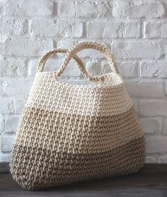 crochet basket/bag using tshirt yarn Bobbiny Crochet Diy, Bag Crochet, Crochet Handbags, Crochet Purses, Love Crochet, Crochet Crafts, Learn Crochet, Crochet Baskets, Crochet Clutch