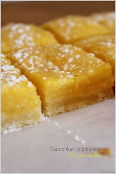 Lemon Squares (recipe in French) Great Desserts, Mini Desserts, Delicious Desserts, Yummy Food, My Recipes, Cake Recipes, Dessert Recipes, Cooking Recipes, Lemon Squares Recipe