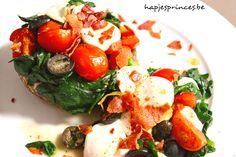 Portobello is een ideale vleesvervangen. Deze zijn gevuld met spinazie, kerstomaten en mozzarella.