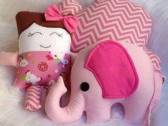 Almofada nuvem, boneca e elefante