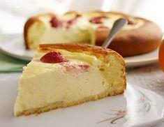 """""""Prăjitura cu brânză"""" sau cheesecake-ul este un desert familial, care poate fi preparat în weekend, când toată familia este acasă și se poate bucura de un asemenea deliciu. Rețeta oferită astăzi de echipa Bucătarul.tv este foarte simplă și nepretențioasă, se coace la temperatură medie în doar 25 de minute. Această prăjitură este foarte fină, gustoasă …"""