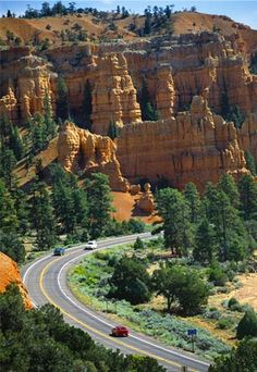 Cars drive through Red Canyon on Highway 12 near Bryce canyon National park, Utah (© Cogoli Franco/SIME/4 Corners Images)