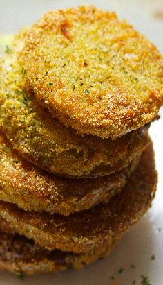 Fried Green Tomatoes I always use horseradish mayo as a dip. Subbed corn meal for crushed Corn Flakes. Hum zinger of a treat! No more throwing out green tomatoes late in the season. Vegetable Side Dishes, Vegetable Recipes, Green Tomato Recipes, Fried Green Tomatoes, Tasty, Yummy Food, Delicious Recipes, Appetizer Recipes, Veggies
