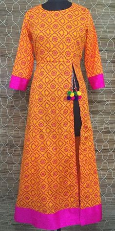 Go ethnic with this bandhini front side slit floor length long Kurti.the slit gives the urban look and the Latkans the desi look . a true indo western outfi Simple Kurti Designs, Kurta Designs, Blouse Designs, Chudidhar Designs, Pakistani Dresses, Indian Dresses, Indian Outfits, Indian Clothes, Kurta Patterns