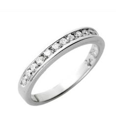 Very simple design- perfect to balance a breathtaking engagement ring! I <3 this! :-)
