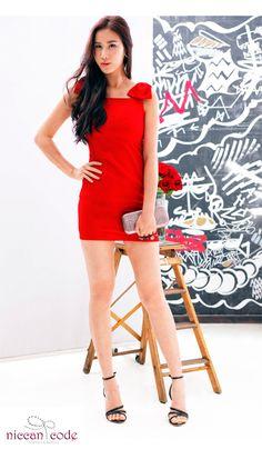 鮮紅色蝴蝶結合身連身裙#13dr9/銀灰色骷髏頭戒指硬盒手攜包#13CB6/ 優雅黑色涼鞋    具性感氣息的紅色,是最適合女性的顏色!也是每季必定購入的衣服顏色噢!只要簡單的配搭就能直接表現出女性之美。 這種配搭適合準備去應約﹠Party的你!    如果你有任何問題,請Email(info@niccancode.com)/ Inbox message 給我們,niccan code 提供免費的配搭意見