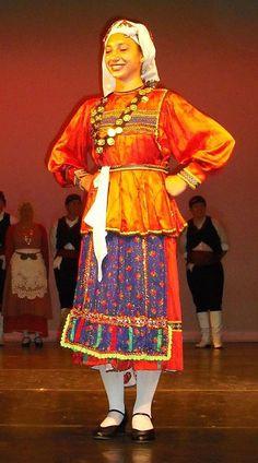 Το σακοφούστανο, μια παραδοσιακή γυναικεία ενδυμασία της Καρπάθου - The Sakofoustano, a traditional women's folk costume of the island of Karpathos