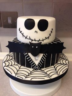 I had to share this cake from berrylicious on facebook it is awesome :9)