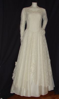 1950s Vintage Wedding Dress  It does exist!! My winter wedding dream dress does really exist?