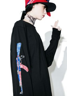 Black Scale Abtomat Paisley Long Sleeve Tee cuz ya always stay strapped, bb. This dope oversized tee features a black cotton construction, longline cut, banded trim, and paisley machine gun graphics on the arms.
