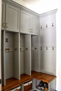 corner mudroom bench; this is gorgeous and microwave in cabinet?????