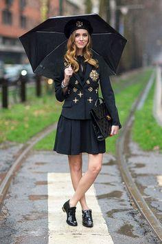 Chiara Ferragni look all black militar