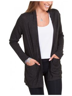 Open front cardigan with high back neck that creates subtle draping, super-easy pocket, waist seam for color blocking and slightly flowy lower back to give it more movement. A quick sew thanks to the ingenious construction!