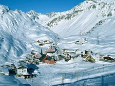 Best Travel Destinations in Winter - Tyrol, Austria Innsbruck, Austrian Ski Resorts, Wonderful Places, Beautiful Places, Tirol Austria, Ski Austria, Visit Austria, Ski Vacation, Austria Travel