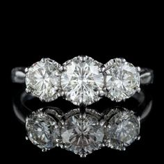 ANTIQUE DIAMOND TRILOGY RING 18CT WHITE GOLD 2CT DIAMOND CIRCA 1920 front Antique Diamond Rings, Antique Engagement Rings, Antique Jewelry, Vintage Jewelry, All Gems, Perfect Engagement Ring, Diamond Cuts, White Gold, Antiques
