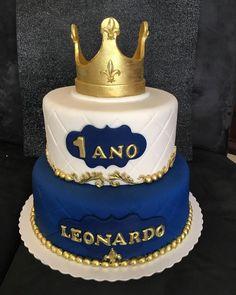 No photo description available. Prince Birthday Theme, Baby Boy 1st Birthday Party, Baby Birthday Cakes, Baby Boy Cakes, Cakes For Boys, Baby Shower Cakes, Royalty Baby Shower, Prince Cake, Emoticon