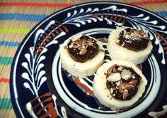 Prajituri De Banane Cu Magiun De Prune / Banana Cakes With Plum Jam https://vegansavor.wordpress.com/2015/06/30/banana-slices-with-jam-and-seed-mix/ #Topoloveni #plum #jam #banana #seeds #vegan #sweets