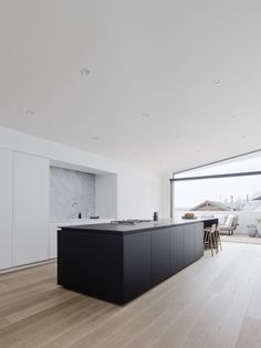 This modern home, covering an area of 3822 square feet, and located in San Francisco, California, United States, was designed by Edmonds + Lee Architects in the year 2016. It is owned by a couple who have two children and who needed at least three bedrooms and a spacious living room where the family could spend time together. As such, Edmonds + Lee decided to divide the building into two..