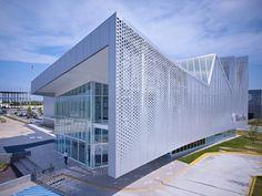 El nuevo edificio de Metalsa, diseñado por Brooks + Scarpa Architects, dentro del nuevo Parque de Investigación e Innovación Tecnológica (PIIT) en Monterrey, ha sido desarrollado de manera tal que preserve la integridad de una unidad industrial sin olvidar las necesidades de los usuarios.