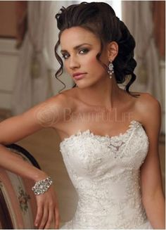 Satin Lace Strapless Sweetheart Sweep Train Beading Appliques Wedding Dress