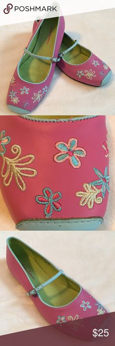 Hanna Andersson Leather Mary Janes Beautiful embroidered flower leather shoes in excellent condition. Size 37. Hanna Andersson Shoes