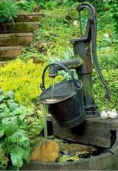 Garden Plain water water fountains and Edge Fountains for your own personal home or office & thriving garden. Garden Fountains and Ponds Garden Water Pump, Backyard Water Feature, Water Gardens, Old Water Pumps, Garden Fountains Outdoor, Wall Fountains, Water Fountain Design, Water Features In The Garden, Rustic Gardens