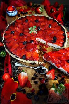 Unwiderstehliche Erdbeertarte mit weißer Kaffee-Mousse! Die wohl leckerste Verbindung von Kaffee, Creme und Erdbeeren! Einfach genial!
