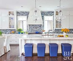 Nothing warms a kitchen quite like a stunning backsplash. Ceramic tiles, stone, metal, and glass -- these showstopping backsplash details are everything you need in your cooking space!/