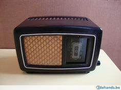 Kleine bakelieten radio Philips 204U