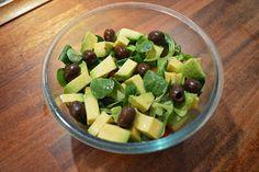 Jurnal de Rina90: Salata valeriana cu avocado (Pentru oricare zi din... Rina Diet, Fruit Salad, Celery, Diet Recipes, Avocado, Vegetarian, Vegetables, Anna, Food