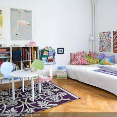 Eine Sitzecke eignet sich gut im Kinderzimmer – wenn Freunde zu Besuch sind und um zu verhindern, dass die Hausaufgaben auf dem Fußboden erledigt werden. Der…