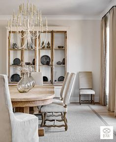 Looking for dining room ideas? Browse through a curated selection of breath-taking dining room pictures for large and small spaces from the top interior designers. Classic Dining Room, Beautiful Dining Rooms, Dining Room Inspiration, Room Pictures, Contemporary Decor, Contemporary Kitchens, Dining Room Design, Decor Interior Design, Furniture