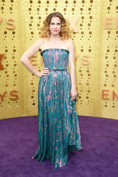 Anna Chlumsky wore a J. Mendel Resort 2020 strapless printed gown to the 2019 Primetime Emmy Awards. Emily Hampshire, Padma Lakshmi, Kate Mckinnon, Kelly Osbourne, Brittany Snow, Purple Carpet, Red Carpet Looks, Rupaul, Celebrity Red Carpet