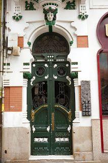 EDIFICIO  C/ San Nicolás, 13 A Coruña (España) Art Nouveau Arquitectura, Interior Architecture, Interior Design, Sculpture, Frocks, Building, Painting, Blog, Modernism