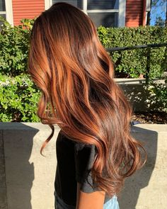 A cinnamon hair colour looks great on everyone. Let these cinnamon shades tempt you to join the spicy side! Hair Color Auburn, Red Hair Color, Hair Color Balayage, Brown Hair Colors, Autumn Hair Colors, Best Hair Colour, Trendy Hair Colour, Hair Colour Trends, Fall Auburn Hair