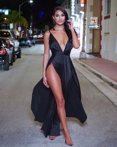 Not Your Average Gentleman — newglam: newvogue-fashion Sexy Dresses, Beautiful Dresses, Evening Dresses, Hot Outfits, Dress Outfits, Mode Style, Sexy Legs, Gorgeous Women, Beauty Women