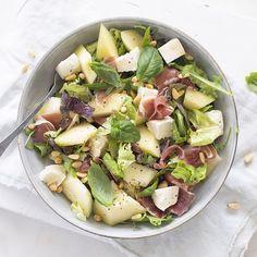 Salade met meloen en ham Good Food, Yummy Food, Healthy Salads, Ham, Salad Recipes, Potato Salad, Tasty, Lunch, Vegetables