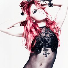 Neon Hitch; bigger nose and yet beautiful. One day I'll have her confidence.